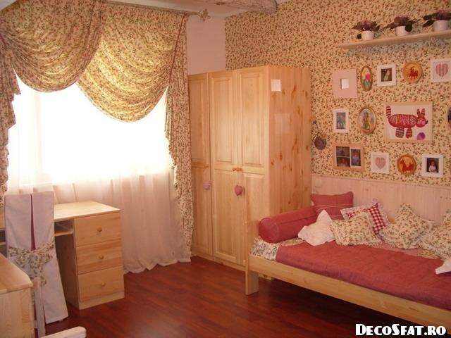 Cameră pentru fetiţe