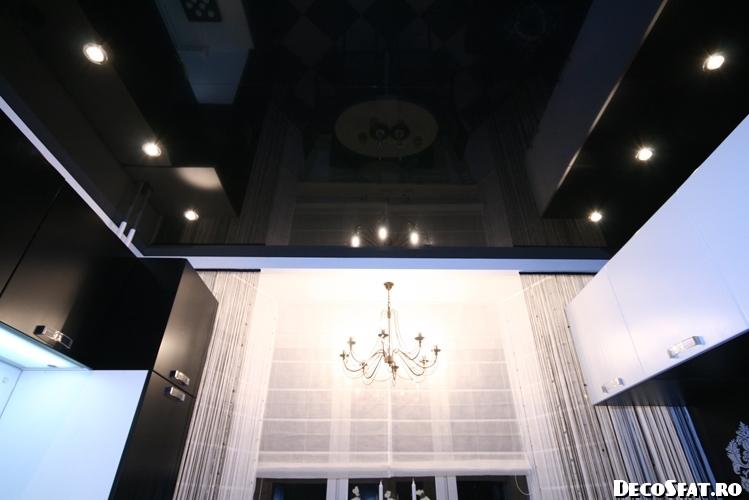 Reflecţia bucătăriei în plafon